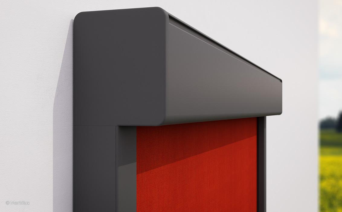 Fenster-Markise - markilux -Vertikal-Markise - Wand, rotesTuch